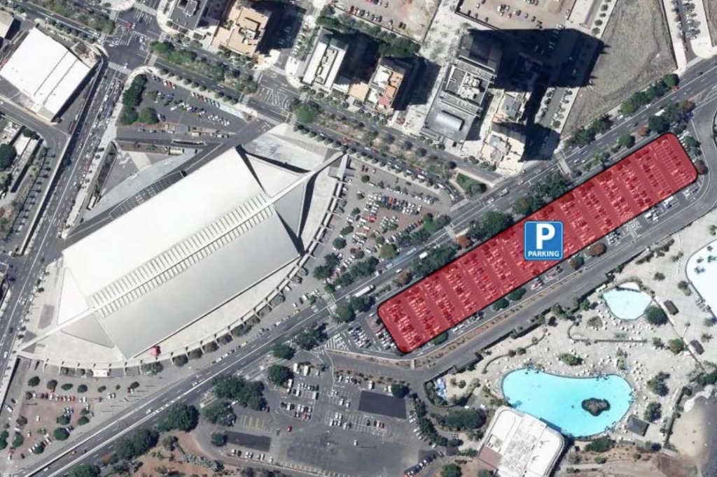 Vista aérea del recinto ferial de tenerife, resaltando en color rojo la zona habilitada para aparcamientos